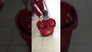 Bum đi siêu thị