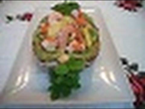 Piña rrellena de marisco y frutas
