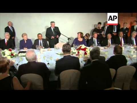 Obama and Poroshenko join European leaders at official dinner