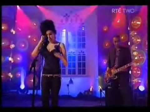 RIP Amy Winehouse - Amazing Live - Rehab Performance
