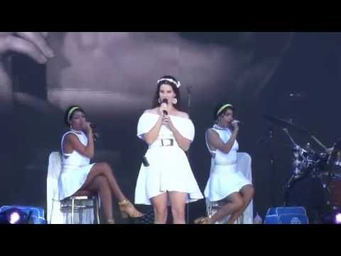 Lana Del Rey - Blue jean - Vieilles Charrues 2016 - 17 juillet 2016