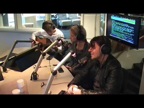 3JS - 'Blackbird' (cover van The Beatles) @ Aan de Slag!   NPO Radio 2