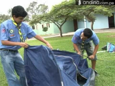 Scouts enseñan cómo armar carpas y hacer un fogón para campamentos