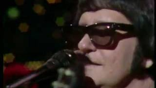 Watch Roy Orbison Oh Pretty Woman video