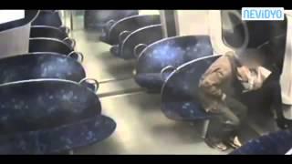 Genç kızı metroda soyup taciz ettiler!