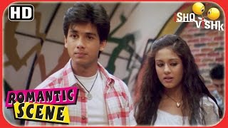 Shahid declares that Amrita is his GF - Ishk Vishq Scenes - Superhit Romantic Scenes
