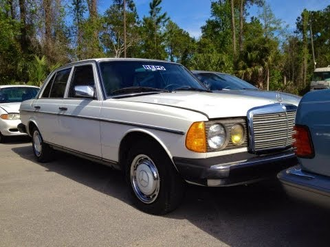 1982 Mercedes-Benz 240D W123 Start Up. Quick Tour. & Rev With Exhaust View - 199K (Diesel)