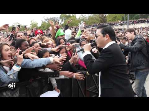 "PSY in Paris: ""Gangnam Style"" flashmob at Trocadéro"