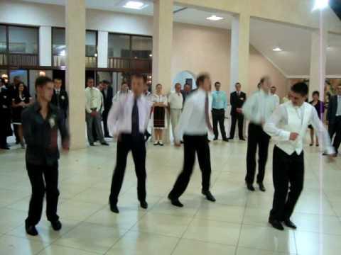 Calusari- dansat la o nunta a-4 parte.