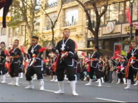 """Desfile Nikkei Bicentenario Argentina 2010 - Matsuri Daiko (""""Orion Biru"""")"""