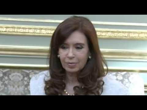 20 de AGO. Cristina Fernández saludó a integrantes de la comisión directiva de la Bolsa de Comercio