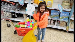 Shopping with Emily for Easter Eggs