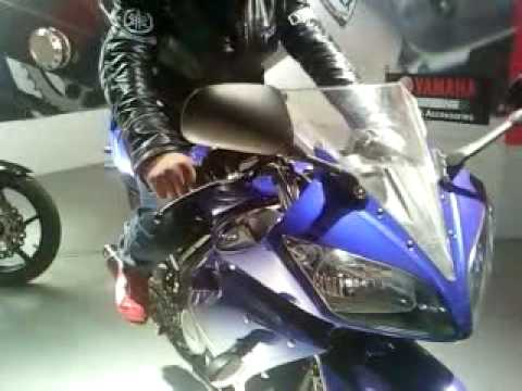 YAMAHA R15 modified with DAYTONA RACING KIT