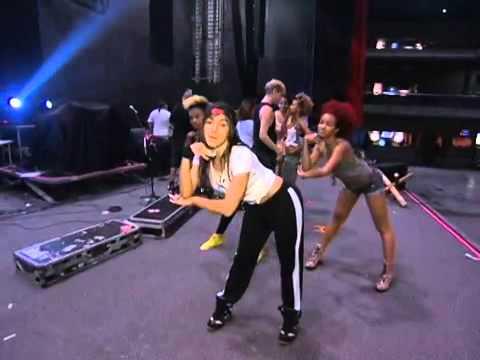 Anitta no Fantástico - Coreografia do Show das Poderosas