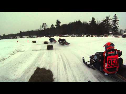 Vintage Snowmobile Race 0-400 Fan Final