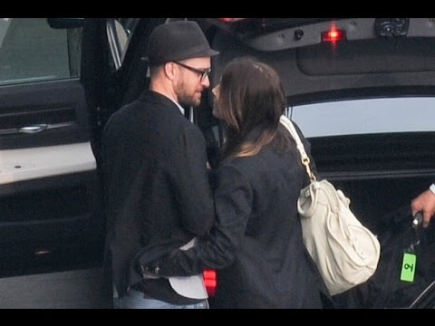 Justin Timberlake And Jessica Biel (2014) - Kiss at Heathrow Airport