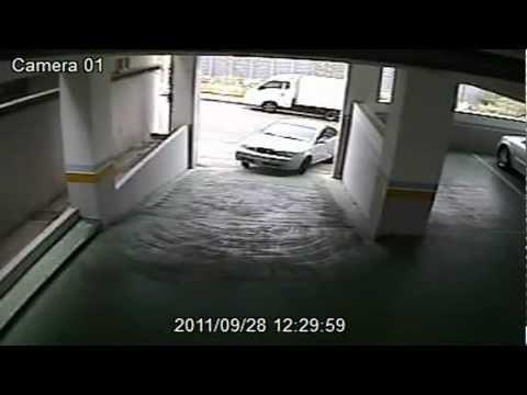 Абсурдное ДТП на паркинге