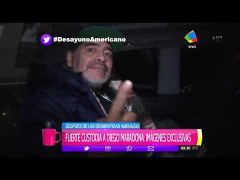 Maradona mostró sus nuevos dientes en medio de un nutrido grupo de custodios