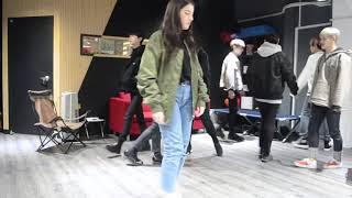Coreanos (k-pop)falando português
