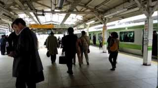 Tokyo Station - Boarding Yamanote Line - (120307)