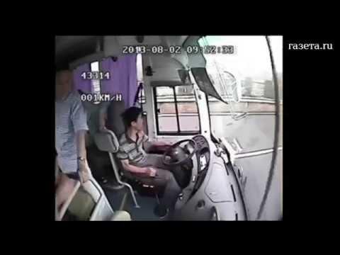 Шокирующие кадры изнутри аварии!!! Грузовик разнес автобус с людьми! Китай Жесть!!!