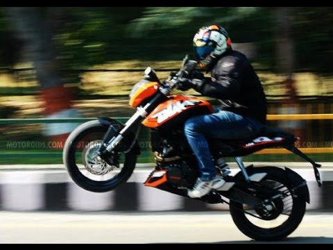 ktm duke 200 wheelie on wet track : must seen stunt