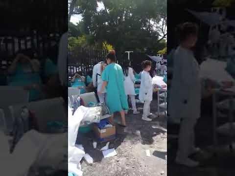 Desalojo del hospital del IMSS gineco pediatra 3a en Av. Politécnico. thumbnail