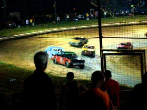 Chatham,la i take the lead and get spun out in the feature race. pt 1