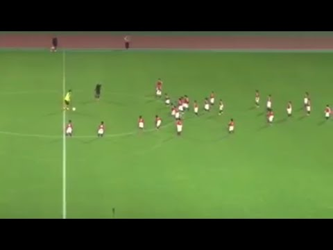 Shinji Kagawa vs 30 kids ► Catch Me IF You Can ◄ Kagawa challenge