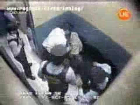 Video de las cámaras de seguridad del supermercado donde los guardias reducen un sospechoso.