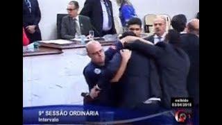 BRIGA NA CÂMARA - Novo vídeo mostra até guarda dando golpe em vereador
