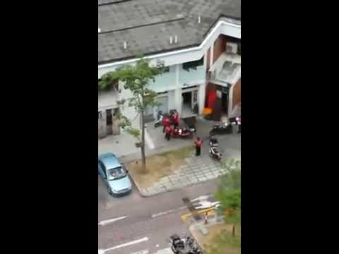 Malay Delivery Man Fight Malay Delivery Woman video