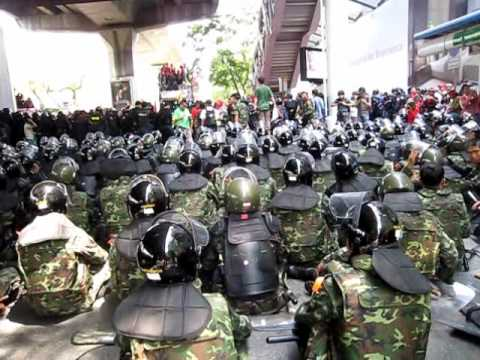 """Reds Shirts"" stand off with the police & army at Ratchadamri BTS Station, 06 April 2010"