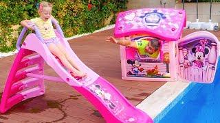 ستايسي تطلب من والدها شراء شريحة مياه جديدة.