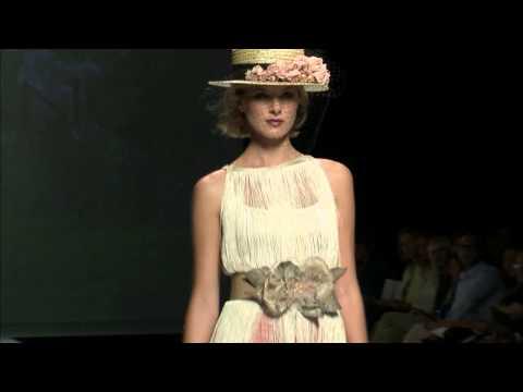 Desfile de Matilde Cano donde presenta su vestidos de fiesta 2015 – BBW [Video]