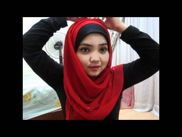 square scarf tutorial - reddish rounded scarf