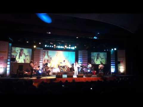 Munbe vaa by ShreyaGhoshal in Chennai concert 2012