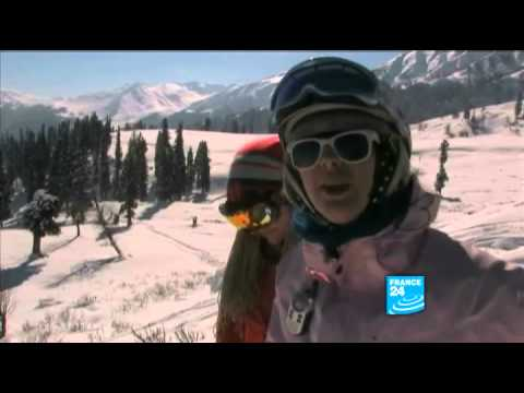 India: Skiing in Gulmarg, in the middle of Himalayan peaks!