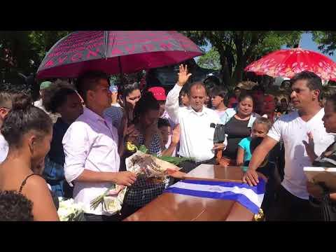 Cantan himno nacional de Nicaragua antes del último adiós a Ezequiel Leiva