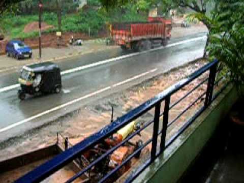Rainy day traffic on Kalgatgi Road, Dharwad