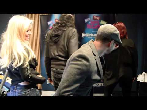 Big Freedia Bounce With Jenny McCarthy and Donnie Wahlberg