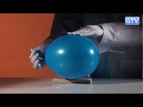 Воздушный шарик и доска с гвоздями - физические опыты