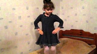 azeri girl dancing