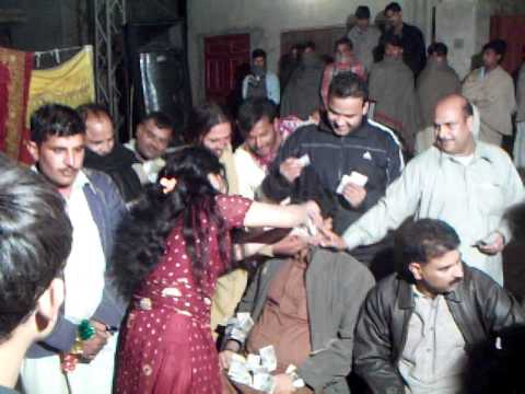 dara kunjar company mian chanooo mujra 4 mama thakor dance on muni badnam huei with choti muni