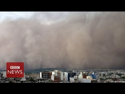 Moment freak sandstorm hit Iranian capital Tehran - BBC News