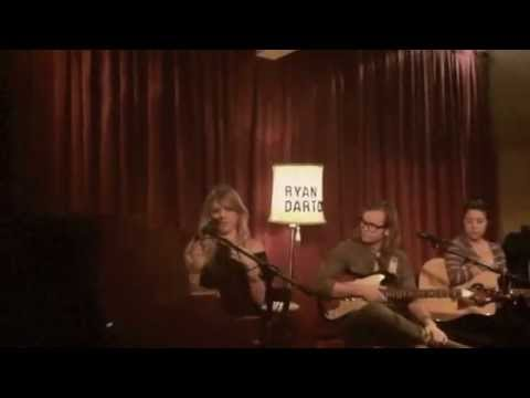 """Girls"" – New Original LIVE Acoustic Sonnet @ Room 5 1/9/12"