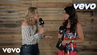 Lauren Alaina - Fans, softball, and collaborations. CMA MUSIC FESTIVAL
