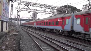 A.K. RAJDHANI EXPRESS TAKING OFF FROM BORIVLI STN - STEADILY ACCELERATING