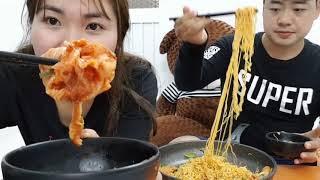 Việt-Hàn Couple:| Nấu mì kiểu Nhật- 😲😲Hai người ăn 4 gói mì |