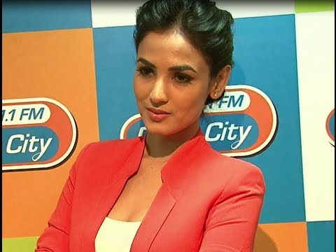 Sonal Chauhan Promotes '3G' Music At The Radio Stations